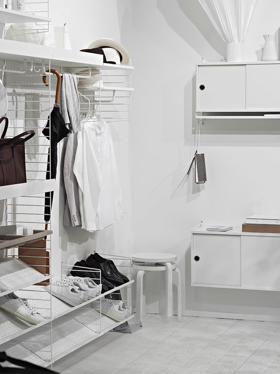 String System - hall blanc