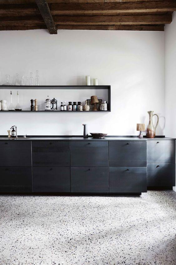 Less is More Interieur - cuisine noire 5
