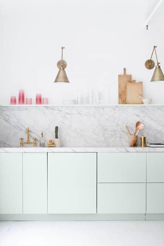 LM Interieur - cuisine menthe marbre et laiton
