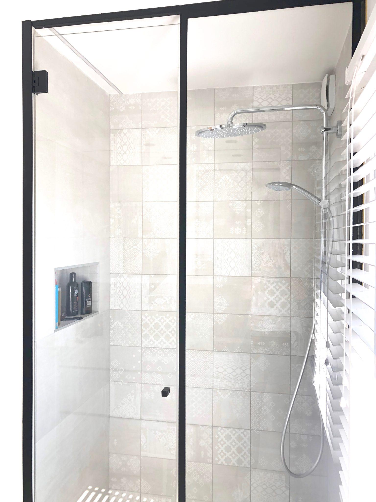 Projet Chaineux - Paroi de douche en métal et verre