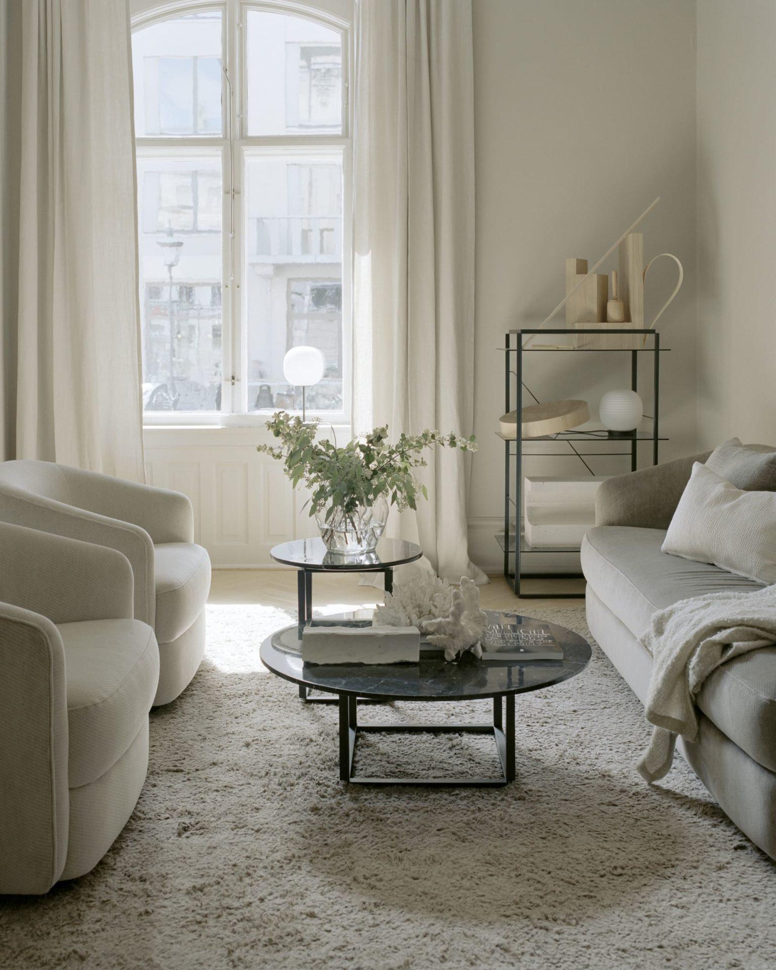 decoration-mur-kaki-salon-table-en-marbre